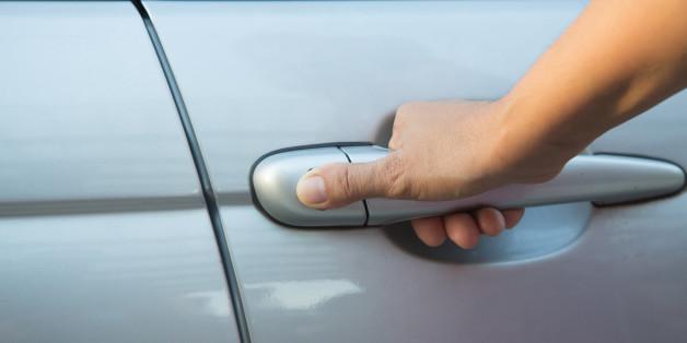 Eine Münze in der Autotür ist ein deutliches Warnzeichen