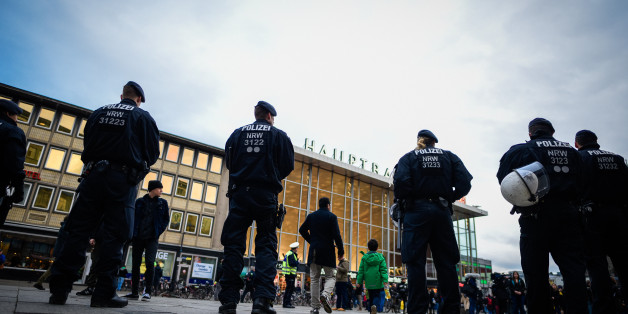 Polizisten vor dem Hauptbahnhof in Köln