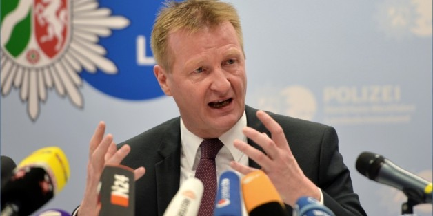 NRW-Innenminister Ralf Jäger äußert sich zu den Kölner Übergriffen auf der Pressekonferenz in Düsseldorf.