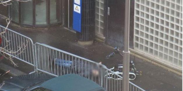 Ένα ρομπότ ελέγχει τον νεκρό άνδρα για το ενδεχόμενο να φέρει επάνω του εκρηκτικά