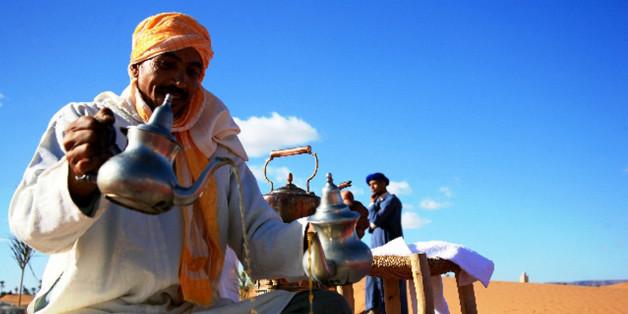 Cinq touristes mettent en scène leur périple au Maroc dans une vidéo de 2 minutes.