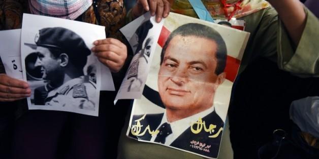 Des manifestants défilent pour soutenir l'ancien président égyptien Hosni Moubarak au Caire, le 5 novembre 2015