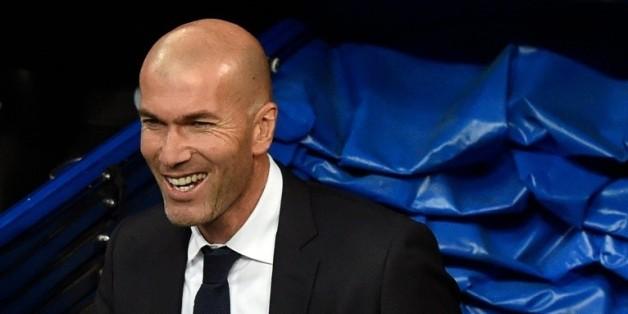 Espagne: Zidane réussit son entrée, Bale et Messi voient triple  22:55 - 09/01/16  © AFP L'entraîneur du Real Madrid Zinédine Zidane avant le match contre La Corogne, le 9 janvier 2016 à Bernabeu