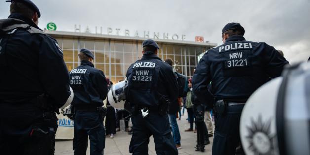 Polizisten sollen absichtlich Informationen zu den Tatverdächtigen aus der Silvesternacht zurückgehalten haben.
