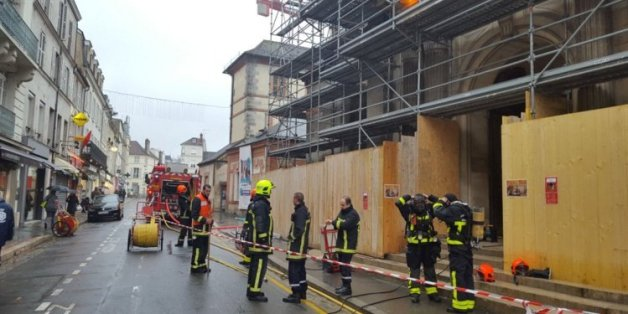France: Une église incendiée et une croix vandalisée