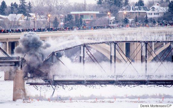 saskatoon traffic bridge