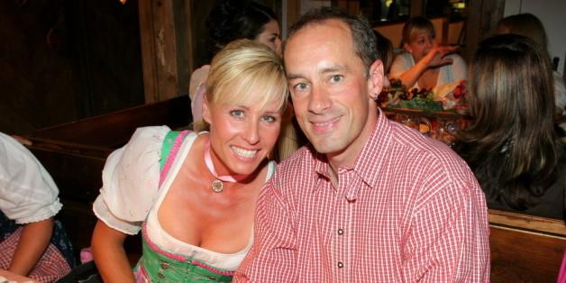 Sonja Zietlow gemeinsam mit ihrem Ehemann Jens Oliver Haas auf dem Münchner Oktoberfest