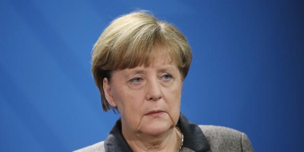 Der frühere Präsident des NRW-Verfassungsgerichtshofs, Michael Bertrams, greift Angela Merkel an