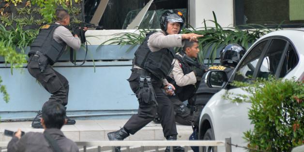 Un attentat à la bombe fait plusieurs morts à Jakarta, en Indonésie