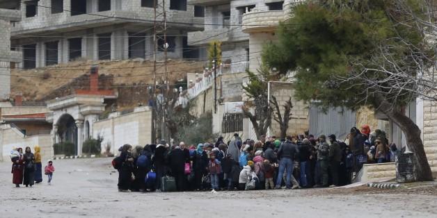 Des habitants de Madaya en attente d'aide