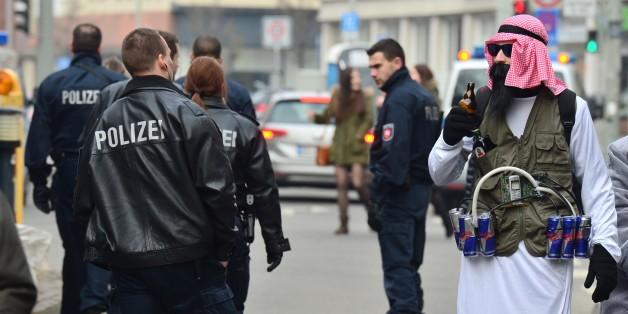 """Die Polizei empfiehlt """"harmlosere"""" Kostüme"""