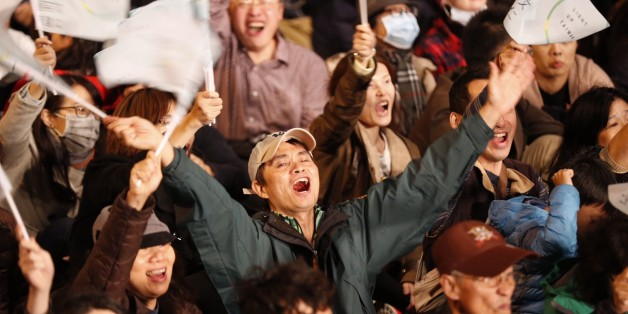 Supporters of Democratic Progressive Party, DPP, presidential candidate Tsai Ing-wen cheer at the campaign headquarters as early polling numbers arrive in her favor, Saturday, Jan. 16, 2016, in Taipei, Taiwan. Pro-independence party candidate Tsai Ing-wen had a commanding lead in Taiwan's presidential election as votes were being counted late Saturday evening, and the candidate for the China-friendly Nationalist Party conceded a massive loss. (AP Photo/Wally Santana)