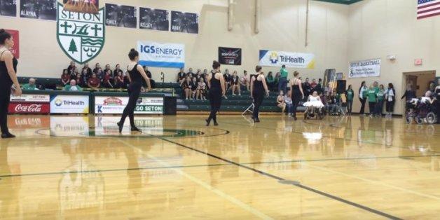"""Die Tanzgruppe """"Wonders on wheels"""" tanzte zu Ehren ihrer verstorbenen Freundin Katie."""