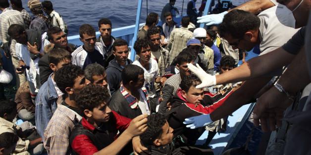 Flüchtlinge kommen in Sizilien an