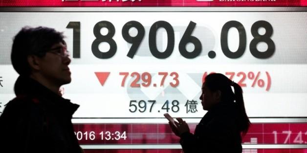 Les Bourses mondiales repartent à la baisse, plombées par l'érosion des cours du pétrole  08:38 - 20/01/16  © AFP Tableau des changes le 20 janvier 2016 à Hong Kong  © AFP PHILIPPE LOPEZ