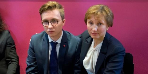 Marina Litvinenko, veuve de l'ex-agent du KGB et son fils Anatoly après une conférence de presse à Londres, le 21 janvier 2016