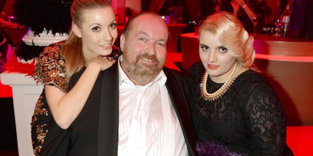 Wolfgang Lippert mit seinen zwei Töchtern.