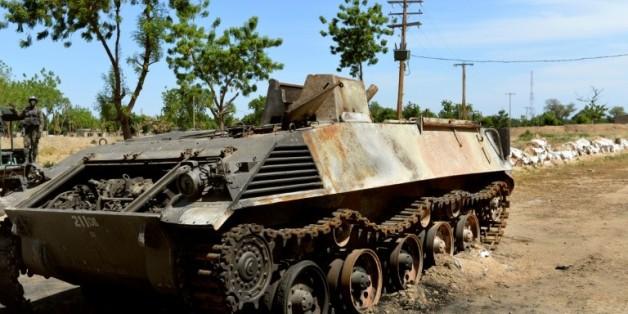 Un tank de Boko Haram, près de la base militaire d'Amchide, dans le nord du Cameroun, le 12 novembre 2014
