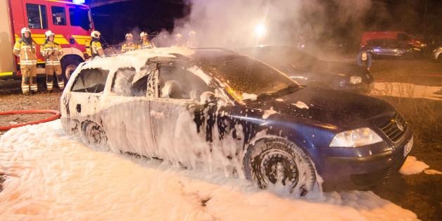 Nach einer Pegida-Demonstration zündeten Unbekannte Autos in Dresden an