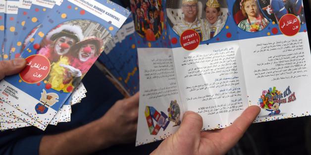 Mit diesen Flyern erklärt Bonn Flüchtlingen den Karneval