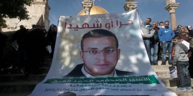Des Palestiniens manifestent pour la libération du journaliste palestinien Mohammed al-Qiq devant la mosquée Al-Aqsa à Jérusalem le 22 janvier 2016 © AFP/Archives AHMAD GHARABLI