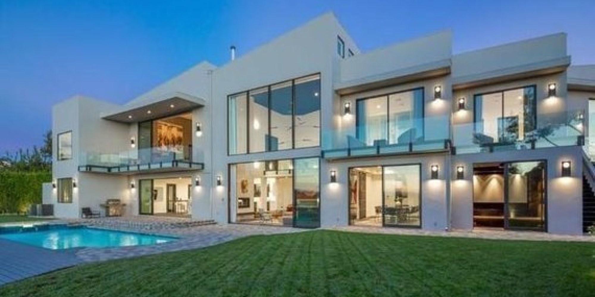 John Legend and Chrissy Teigen Buy Rihanna's Former Home ...