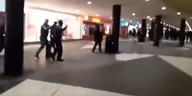 Maskierte Männer sollen gezielt Jagd auf Flüchtlinge gemacht haben.