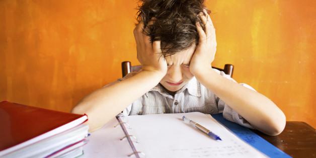 Mit diesem einen Fehler ruinieren Eltern die Noten ihres Kindes