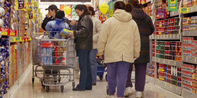 Sie spürte die Hand des Mannes im Supermarkt und traf eine Entscheidung, die sein Leben verändern sollte