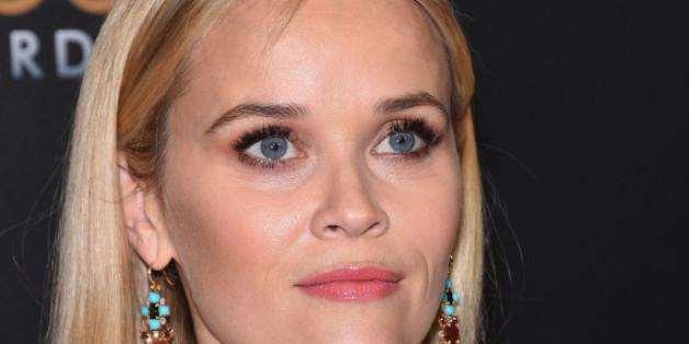 Reese Witherspoon steht bei der Oscar-Verleihung auf der Bühne