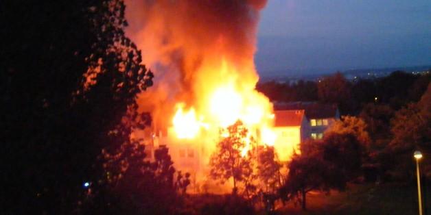 Lichterloh brennt ein Asylbewerberheim in Stuttgart-Sillenbuch