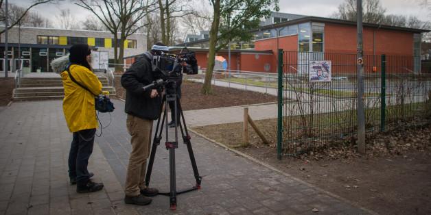 Ein Kamerateam am Ort der Entführung in Kiel