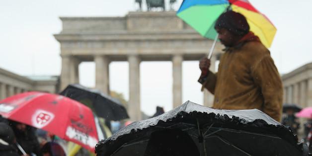 Flüchtlinge bei einem Hungerstreik vor dem Brandenburger Tor im Oktober 2015