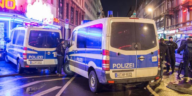 Polizei bei einer Razzia