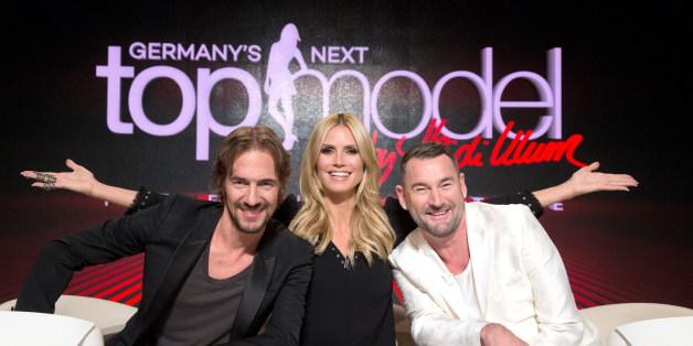 GNTM: Model-Mama Heidi Klum sitzen zwischen dem Creative Director Thomas Hayo und dem Berliner Designer Michael Michalsky