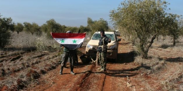 Des membres de forces pro-gouvernementales syriennes près de Zahraa, en Syrie, le 4 février 2016