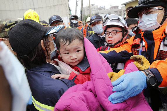 niño terremoto