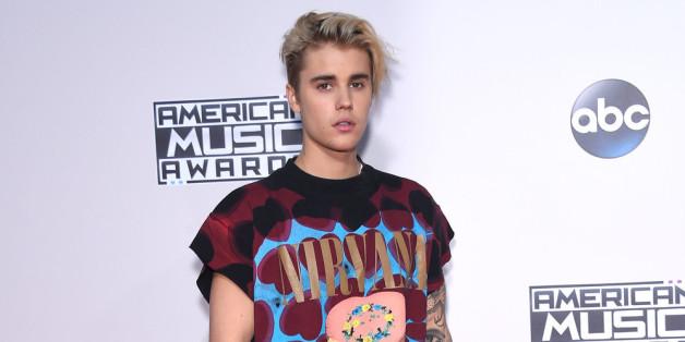 Justin Biber tritt bei den Grammys 2016 auf.