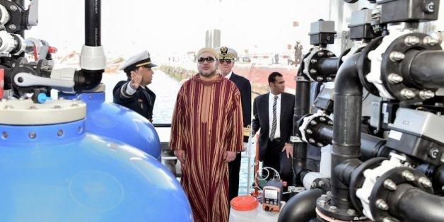 """Mohammed VI inaugure la barge de désalinisation d'eau de mer """"Oued Massa"""", 8 février 2016"""