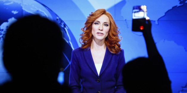 Cate Blanchett als Nachrichtensprecherin - zusehen in der Hamburger Ausstellung.