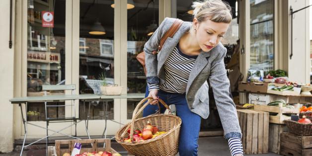 Woman shopping for organic fruit.
