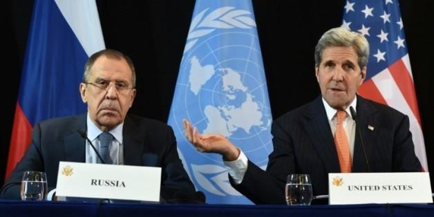 Le chef de la diplomatie américaine John Kerry (d) et son homologue russe Sergueï Lavrov, le 11 février 2016 à Munich