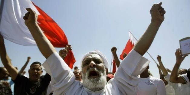 Des chiites lors des obsèques le 20 mars 2011 à Sitra d'Issa Abdali Radhi tué lors d'une manifestation réprimée par les forces de l'ordre