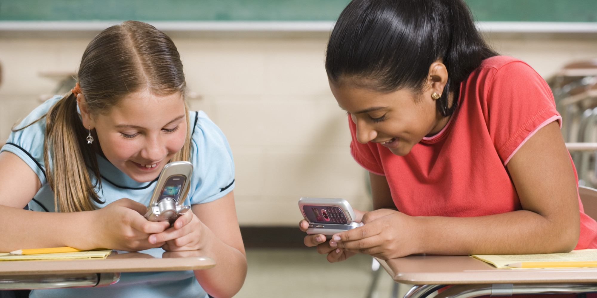 mobile phone to the school France is banning mobile phones in schools by jenny andersondecember 11, 2017 now new york city principals devise their own mobile phone policies, or default to the standard: students can bring their phones to school but have to keep them out of sight.