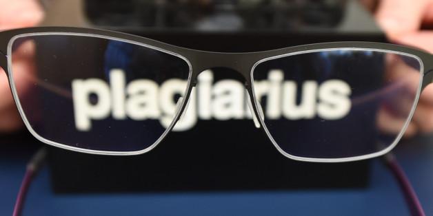 """Die gefälschte Brille über dem Original beim """"Plagiarius"""""""