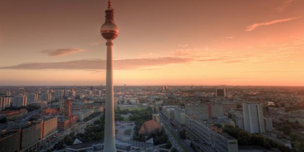 Germany, Berlin, Alexanderplatz, TV Tower (Fernsehturm) at sunset