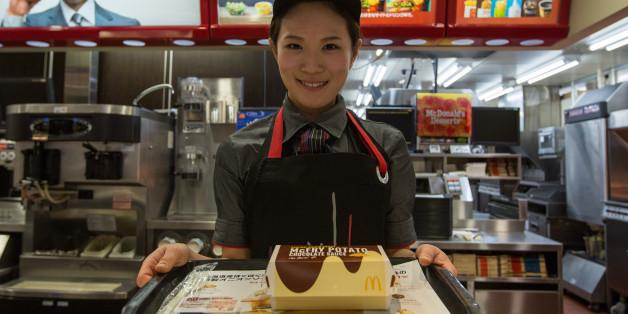 Eine Mutter fragt bei McDonald's nach Rabatt. Wie die Mitarbeiter darauf reagieren, ist unglaublich.