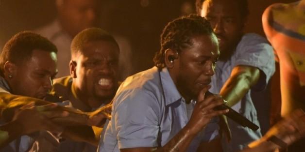 Kendrick Lamar sur la scène des Grammy Awards, le 15 février 2016 à Los Angeles