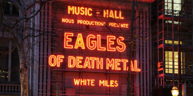 Im Pariser Olympia-Konzertsaal holten die Eagles of Death Metal ihr Konzert vom November nach, bei dem damals 90 Menschen durch einen Terroranschlag ums Leben gekommen waren