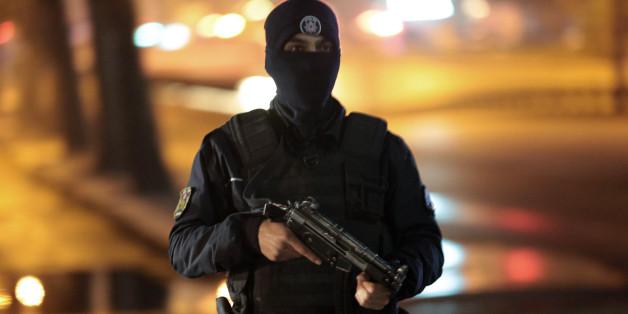 Ein Polizist nach dem Anschlag in Ankara